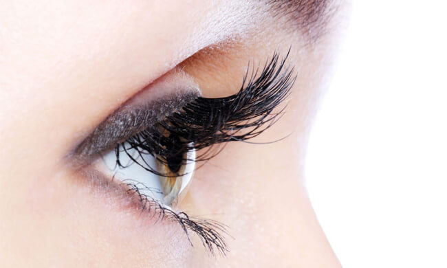 how-to-remove-eyelash-extensions-at-home